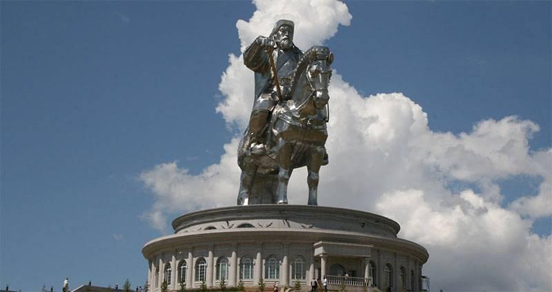 Estatua Genghis Kahn